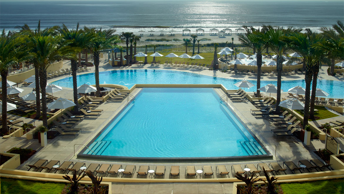aiprst-omni-amelia-island-plantation-resort-pool-overview-guest-balcony